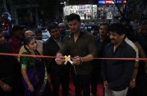 Sahil Khan Inaugurating Thane Store